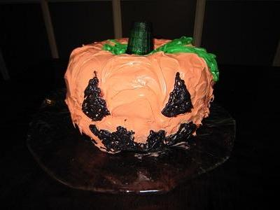 Pumpkin-Shaped Cake for Halloween