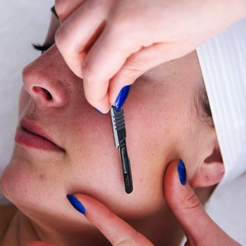 Why Dermaplaning Has Women Everywhere Embra…